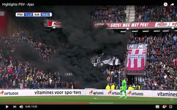 【衝撃サッカー動画】黒い煙が観客席を覆い尽して試合が一時中断! 暴徒化したサポーターに世界が恐怖