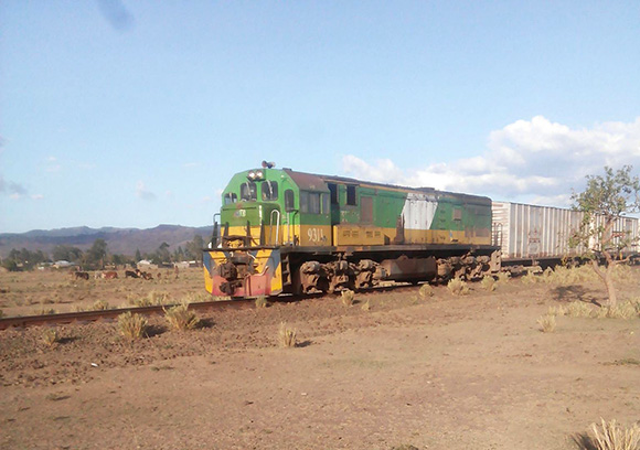 【マサイ通信】第70回:オレもう撮り鉄! マサイ族が撮影したケニアの鉄道写真