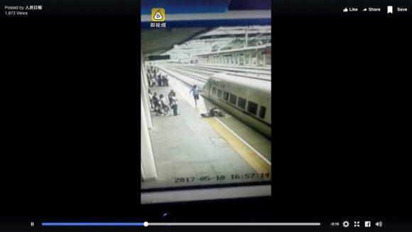 【間一髪】「列車への飛び込み自殺」を駅員がギリギリで止める決定的瞬間映像