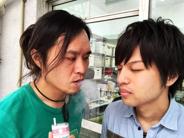 【におい検証】非喫煙者に「IQOS(アイコス)」「glo(グロー)」「普通の紙巻きたばこ」の副流煙を嗅いでもらった結果