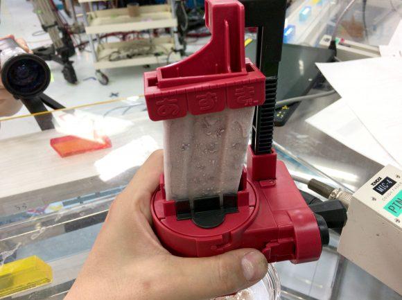 【最速検証】あずきバー専用かき氷メーカーは本当に「あずきバー」を削ることができるのか? 発売よりひと足早く試してみた!