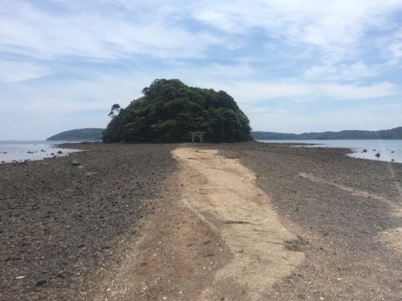 【恋愛成就】海が割れて道が出来る! 干潮の時だけ参拝できるパワースポットに行ってみた / 日本のモン・サン=ミッシェルとも言われる壱岐・小島神社