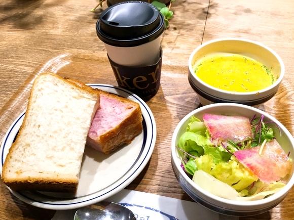 【知ってる?】TSUTAYAがやってるカフェベーカリーがあるんだって! 行ってみたらTSUTAYA店内でコーヒー&もちもちトーストを食べられた!!