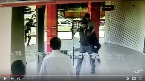 史上最強の「強盗撃退法」が激撮される
