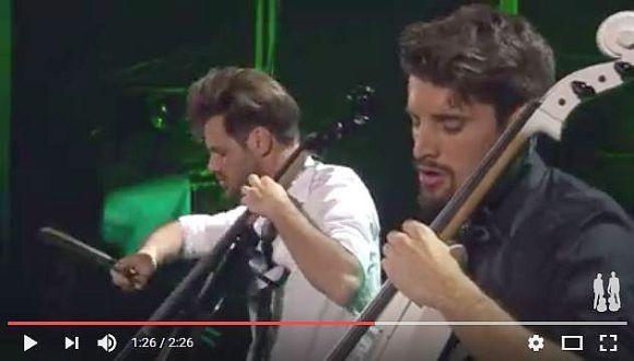 チェリスト「2CELLOS」がガンズ『ウェルカム・トゥー・ザ・ジャングル』をカバーしたライブ映像を公開! 圧巻の弦さばきがマジで神がかりなレベル!!