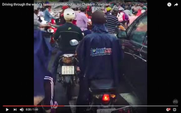 【地獄絵図】バイク天国・ベトナムの大渋滞を撮影した視点映像がカオスすぎ! スクランブル交差点の混雑がもはや子供レベル!!