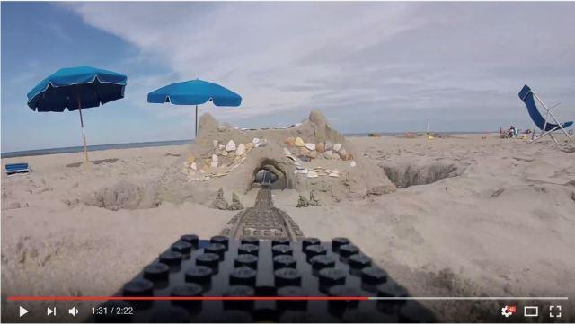 子どもの夢を現実に! 砂場に作ったレゴのローラーコースターが素晴らしいと話題に