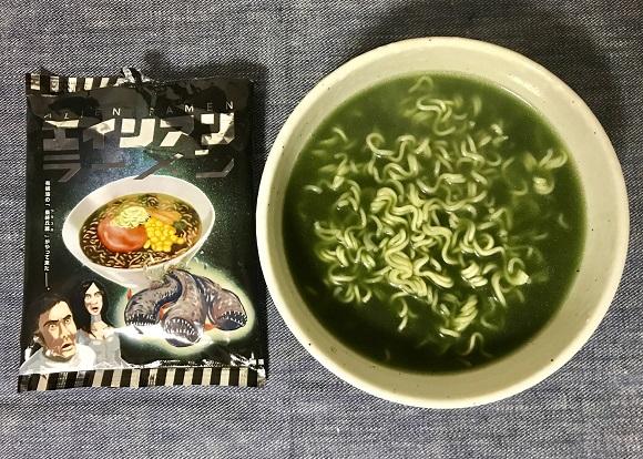 【マジかよ】最恐インスタント麺『エイリアンラーメン』が味も見た目も強烈すぎた / 緑色のスープに戸惑う人が続出