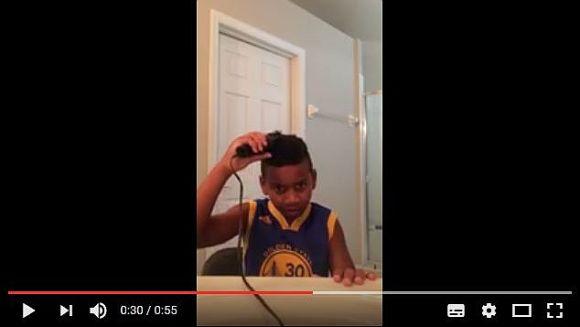 【注意】こちらが「バリカンで髪の毛を切ろうとして大失敗した少年」の動画です