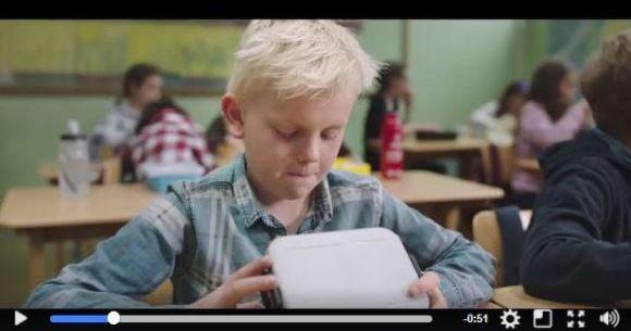 ランチを食べられない子どもに弁当を分けてあげて! 子どもの飢えについて描いたノルウェーのCMが心に響く