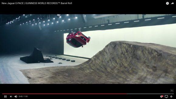 【素人はマネ厳禁】市販されているジャガーの新型車で『15mの回転ロングジャンプ』をキメた動画がこちらです