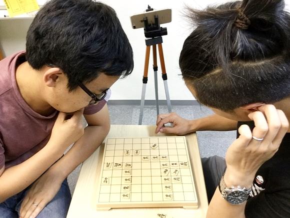 【カオス】藤井四段に勝てるのはコイツしかいねぇ! 将棋のルール知ってるヤツと知らないヤツが対局したらヤバイことになった