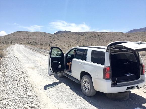 【気温50度超え】アメリカ「デスバレー」のド真ん中でタイヤがパンクして死にかけた話