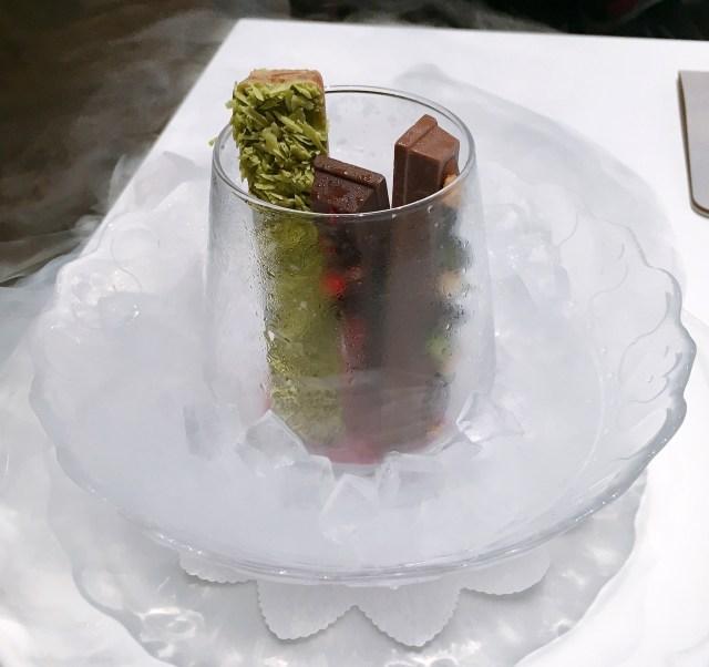 キットカットはここまで進化した! 液体窒素をかけてキンキンに冷やす「氷点下ショコラトリー」がスゴイ!! 東京・銀座