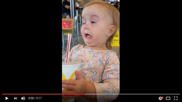 【動画】赤ちゃんが初めてコーラを飲んだときの反応が可愛すぎる!