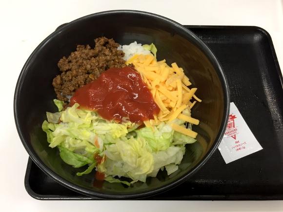 【朗報】吉野家の「沖縄限定タコライス」がついに上陸! 本場の味が450円で楽しめるのは今だけ!!