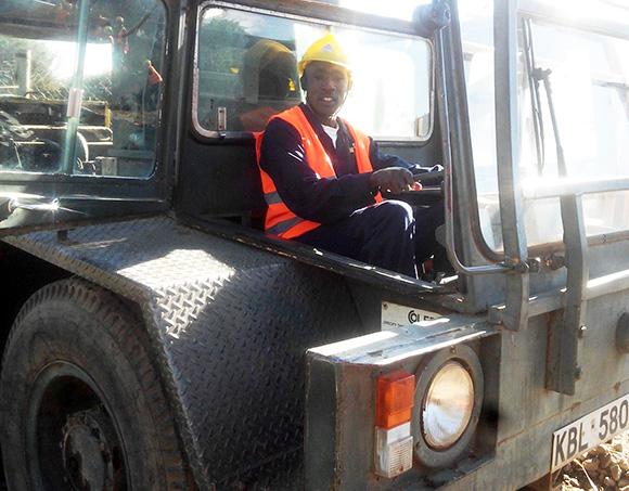 【写真集】教習車はいすゞのトラック。これがケニアの教習所だ!! マサイ通信:第90回