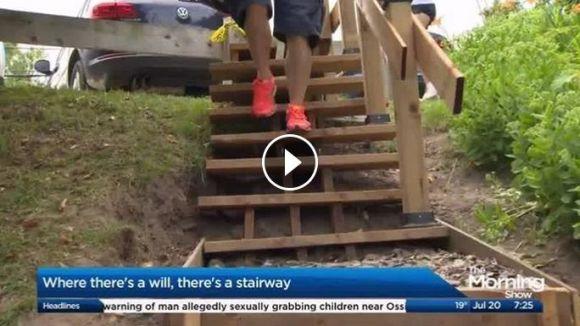 市が570万円で公園の階段設置を見積もりするも『市民が5万円で』階段を作っちゃった!! 役所が「危ない! 取り壊せ」と主張