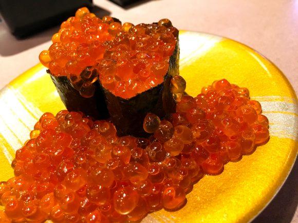 北海道の回転寿司屋『とっぴ~』が最強すぎる! 新鮮さに加えて邪道メニューも追求する「北海道のスシロー」