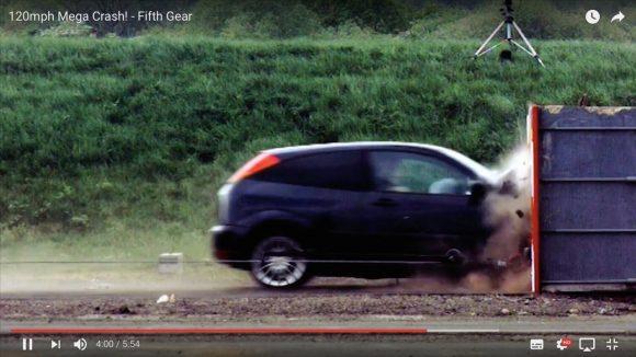 【実験動画】自動車が時速190kmで衝突事故を起こすとこうなる