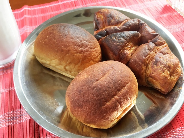 【新発見】ローソンの低糖質パン『ブランパン』をオーブンで焼くとビックリするほど「超一流のパン」になる