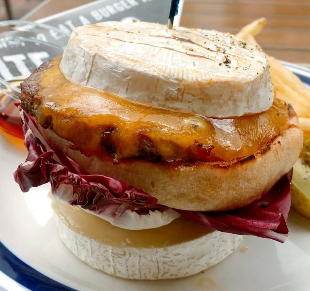 【大逆転】チーズでパンと肉を挟んだ「スーパーチーズバーガー」が劇的にウマい!! 『J.S.BURGERS CAFE』東京・新宿