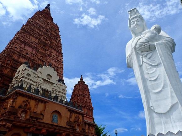 【珍スポット】日本最大級の巨大観音とインドの世界遺産みたいな大仏塔が並ぶ「成田山 久留米分院」がもはやテーマパーク / 福岡県久留米市