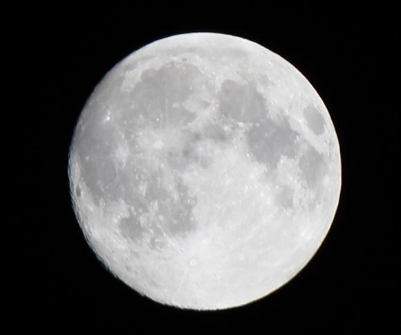 2020年1月11日未明、今年最初の満月は半影月食! 午前2時半ごろから未明まで / ちなみにウルフムーン
