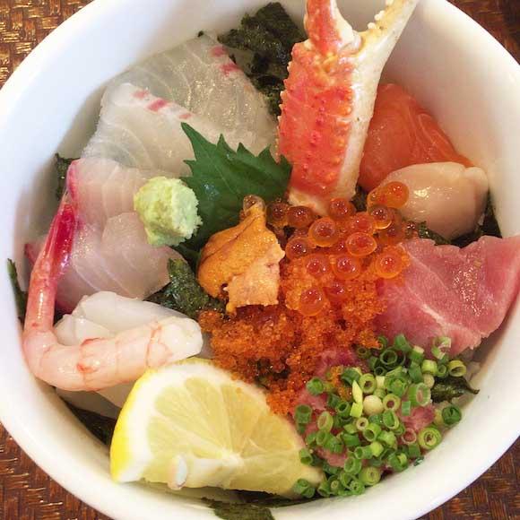 ごま醤油をかけて食べる海鮮丼がウマすぎ注意! 福岡市の「海鮮丼 日の出」で天国を見た