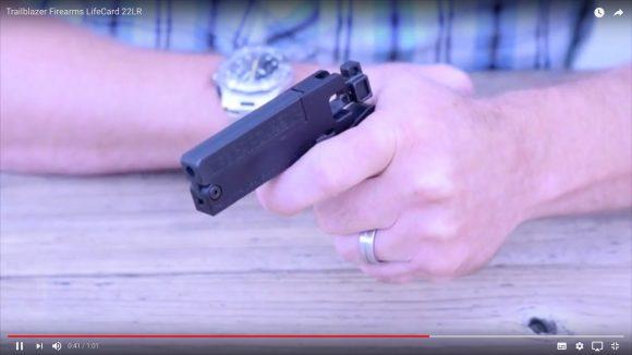 これが拳銃ってマジ!? クレカサイズの「LIFECARD 22LR」が驚異の小型軽量化を実現