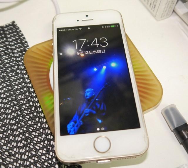 新型iPhoneの発売まで待てない! 今のiPhoneで「ワイヤレス充電」する方法 / なんと予算は1000円以下