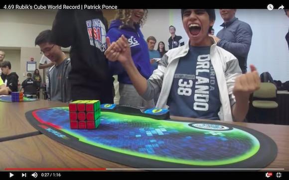 15歳の天才少年が更新したルービックキューブ世界最速記録「4.69秒」の異次元スピードをご覧ください