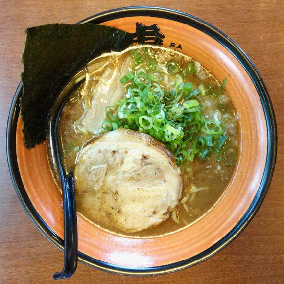 【北海道ラーメン探訪】これまでの常識を覆すコク深くクリーミーな「塩ラーメン」が味わえる札幌の人気店『虎(TORA)』