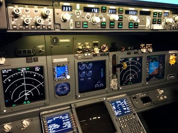 【夢の空旅】羽田にはパイロットと同じ世界を味わえる施設がある / プロも利用する『ラグジュアリーフライト』に行って実際にフライトしてきた