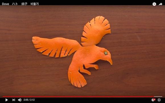 日本人による「新しいミカンのむき方」が海外で話題に! むき方次第でアッと驚く芸術作品が誕生