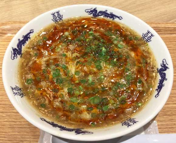 辛さと酸味の絶妙バランスにノックアウト寸前! 中華麺『スーラーメン まくり』は福岡空港に寄ったら是が非でも食べたい人気店