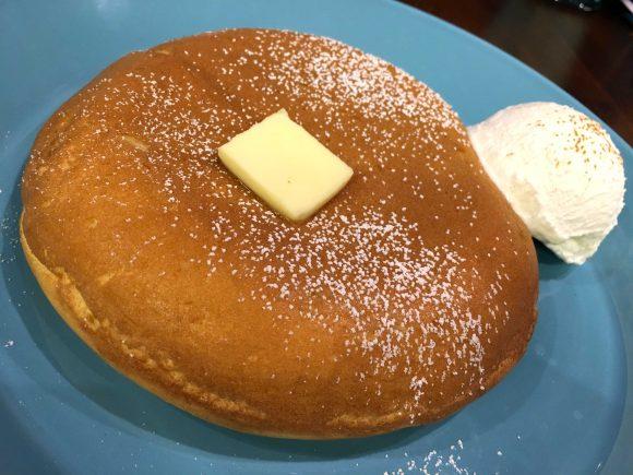 Twitterで話題の『デンマークチーズパンケーキ』が外サクサク中ふわっふわで神の領域! パンケーキの奪い合いでラグナロクが起こるレベル
