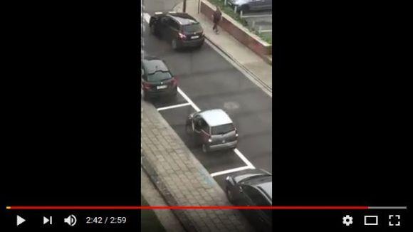 見ているだけで超イライラする「世界一ヘタクソな縦列駐車」がこちらです
