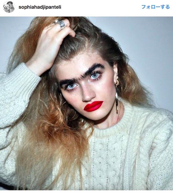 『こち亀』の両さんみたいな眉毛の「女性モデル」が話題 / 超個性的に我を貫く姿がカッコいい!