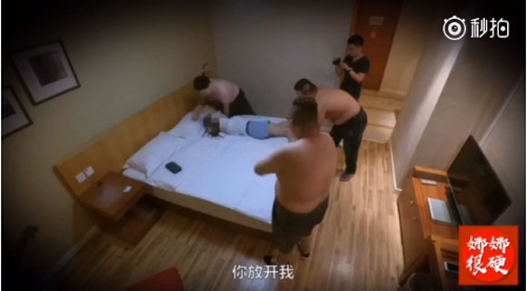 【衝撃の結末】17才少女が iPhone8 欲しさに「初夜を売ります」→ ホテルには3人の男が! 恐怖した少女の身に何が…カメラが全てをとらえていた