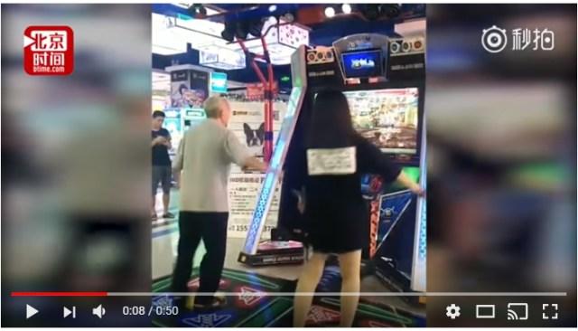 【動画】かっこいい~っ! じいちゃんがゲーセンのダンスゲームで達人プレイ!! ダンスマスターぶりが激撮され話題に
