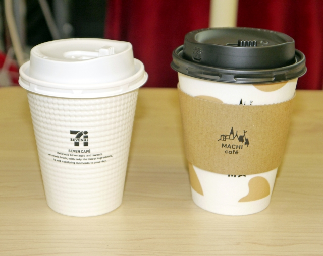 「ローソンのホットミルク」と「セブンイレブンのコーヒー」を合わせると激ウマ! スタバも真っ青のカフェオレ完成!!