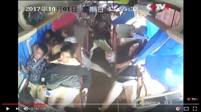 高速バス乗車時の「シートベルト着用」がどれだけ重要なのか1発でわかる動画