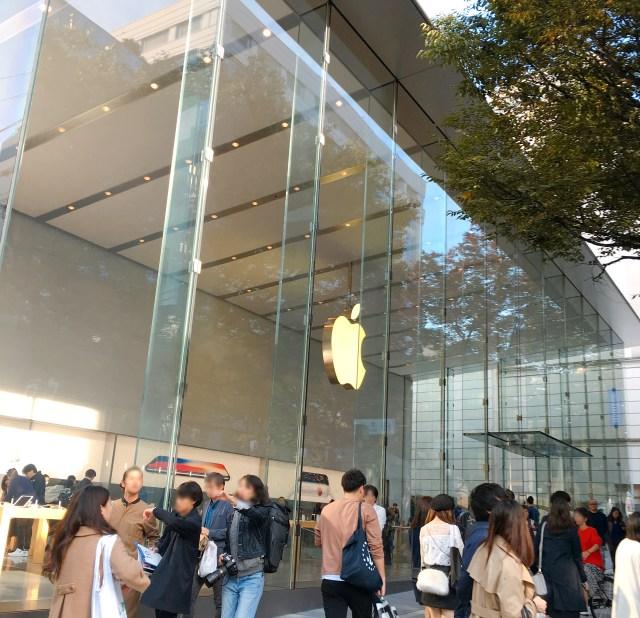 【iPhoneX行列】アップルストア表参道にはすでに100人近い行列ができている! 当日販売分は激戦になるかも!?