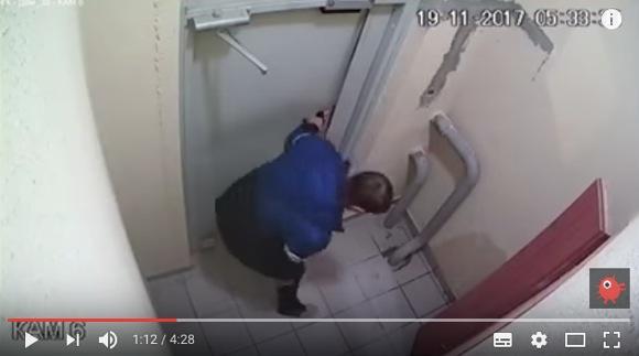 【動画】酔っぱらいがドアの開け方が分からず四苦八苦 → 3時間後「あること」に気付いて一発でドアがオープン!