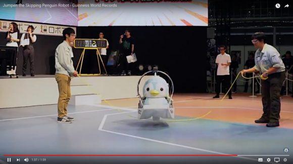 何度見てもスゴい! 日本人学生が作った「ペンギン型ロボット」の縄跳び世界記録がこちらです