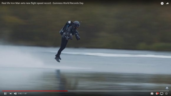何コレ速すぎ! アイアンマンみたいに空を飛ぶ「ジェットスーツ男」が飛行スピード時速51キロでギネス最高速記録を樹立