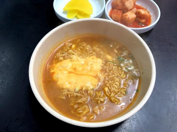 【韓国グルメ】ソウル最強ラーメン店「シンケッチ」が異次元のウマさ / 飲んだ後に食べると5万倍ウマい