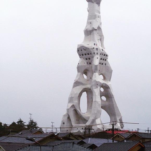 【衝撃】大阪の「PLタワー」に行ってきた / 強烈なビジュアルに込められた意味とは?
