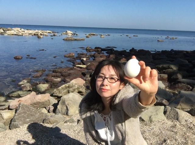 【検証】「コンビニの味付きゆで卵」は海水と同じ濃度の塩水につけると作れるらしい!  → めんどくさいので本物の海水で作ってみた結果